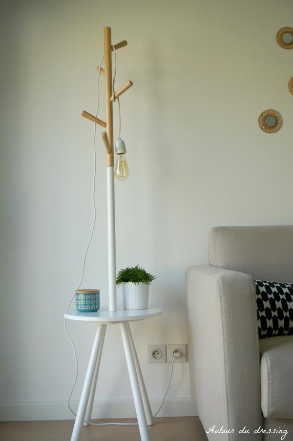 The coat rack with its Scandinavian look, fits perfectly to our new decoration. It is very simple to mount and the materials are of a really good quality.