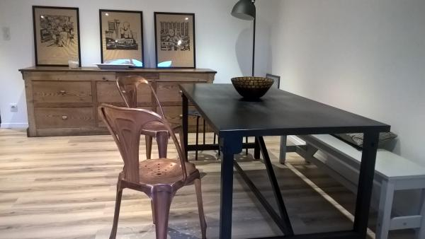 Kerizel dining table and multiple copper chairs: a beautiful mix