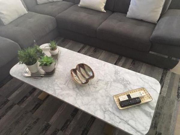 Very nice coffee table in Carrera marble which was received in a perfect packaging (very good protection) which was easy to assemble. We are very satisfied (color, quality, dimensions ...).