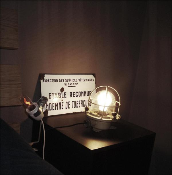 Ship's passageway light