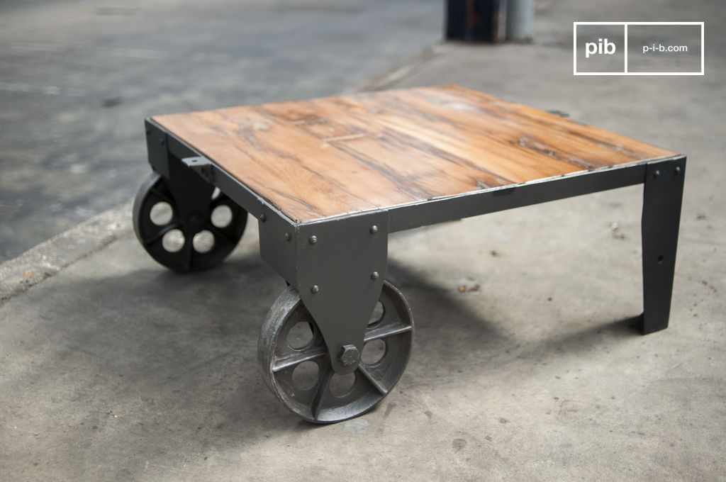 Railroad cart coffee table - Robust, full of character | pib