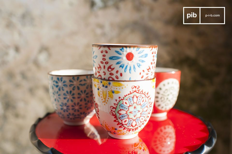 The four espresso cups Tzigane are beautiful containers to help you enjoy your coffee with your loved ones, while participating in the aesthetic harmony of your interior