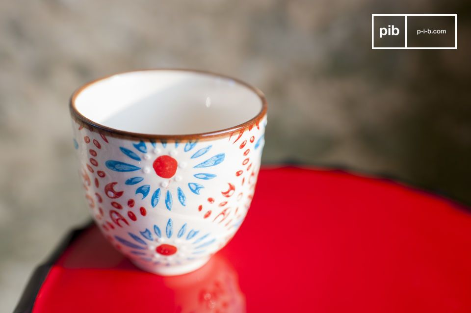 Add a romantic touch of colour to your coffee