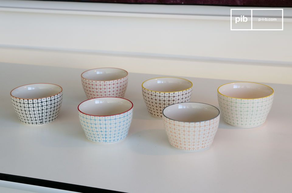 The 6 small Brüni bowls are superb tableware elements full of charms that will subtly enhance the