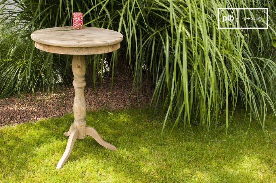 Ideal for living room or small pedestal dining table