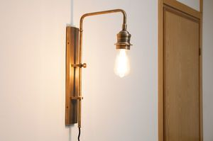 Adjustable wall lamp in Lerwick brass