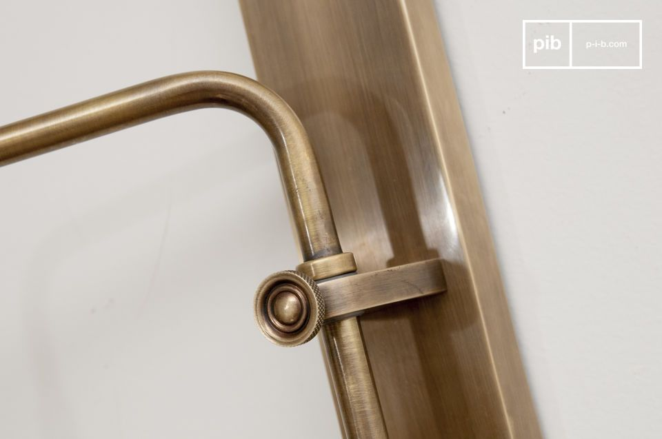 Sublime brass finishes, slightly gilded and aged.