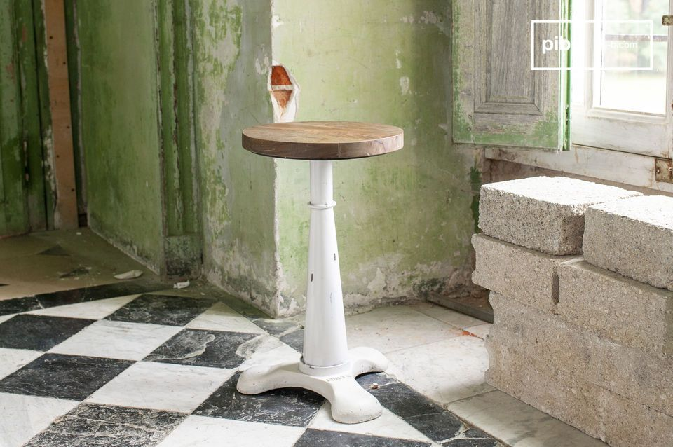 Adjustable white tailor's stool