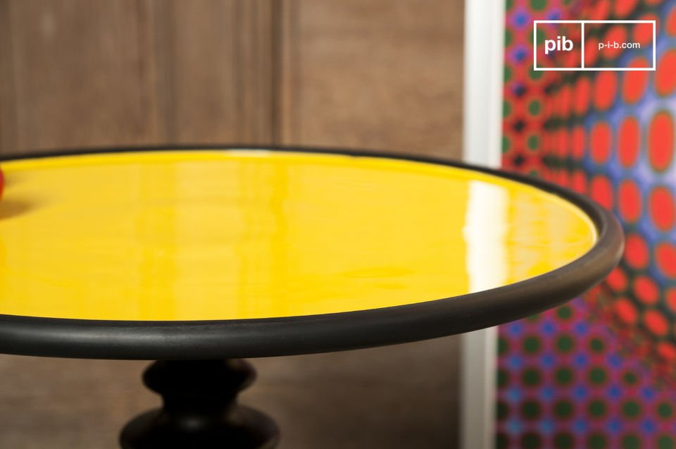 Table with a trendy decor touch, available in several colours