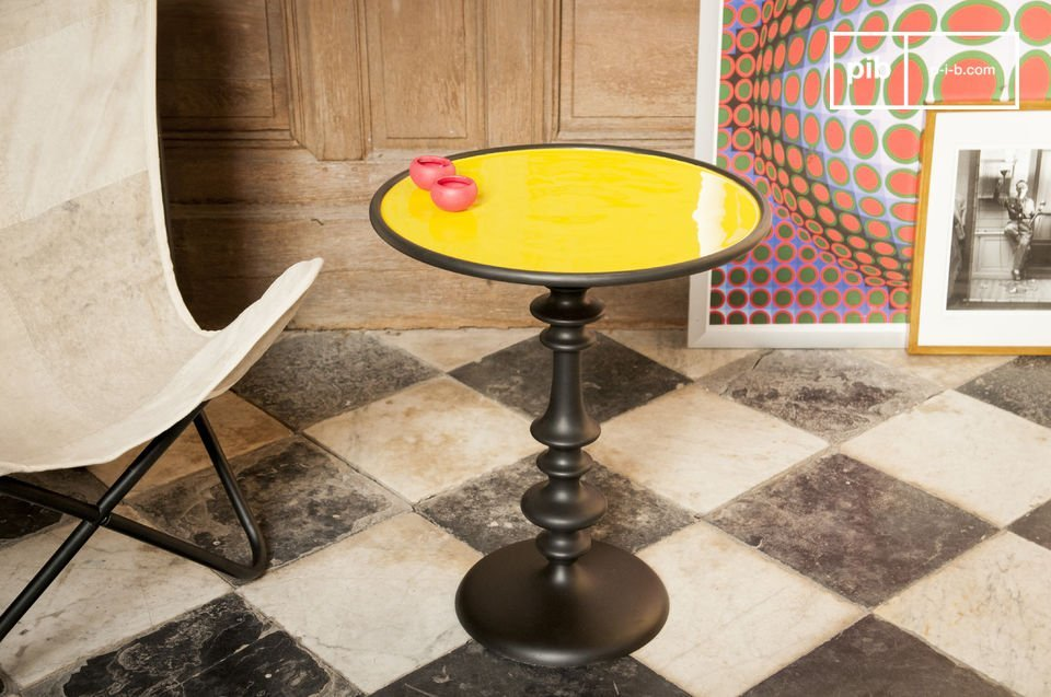 The side table Alice is a beautiful piece of furniture that will add to the trendy vintage decor of