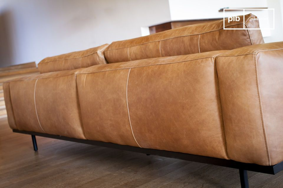 The back of the sofa is perfectly finished, allowing it to be positioned in the centre of the living room.