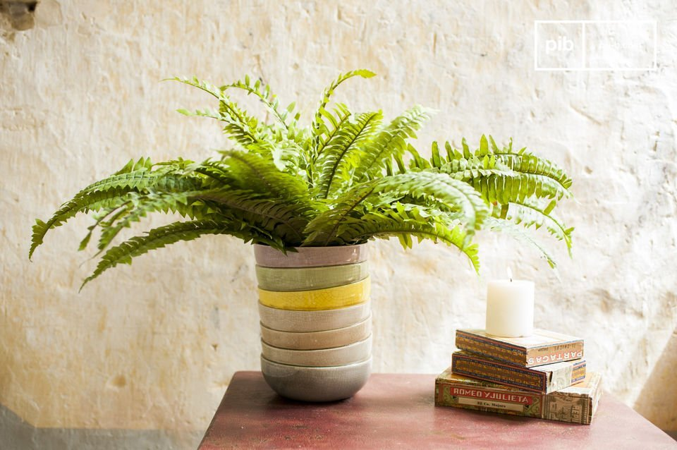 The Amalia vase is a beautifully decorative object with an amusing optical illusion