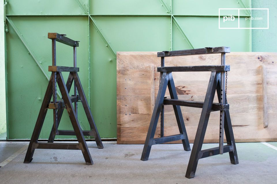 The pair of trestles Ambolt has a unique industrial vintage identity, which will add a lot of character to your interior