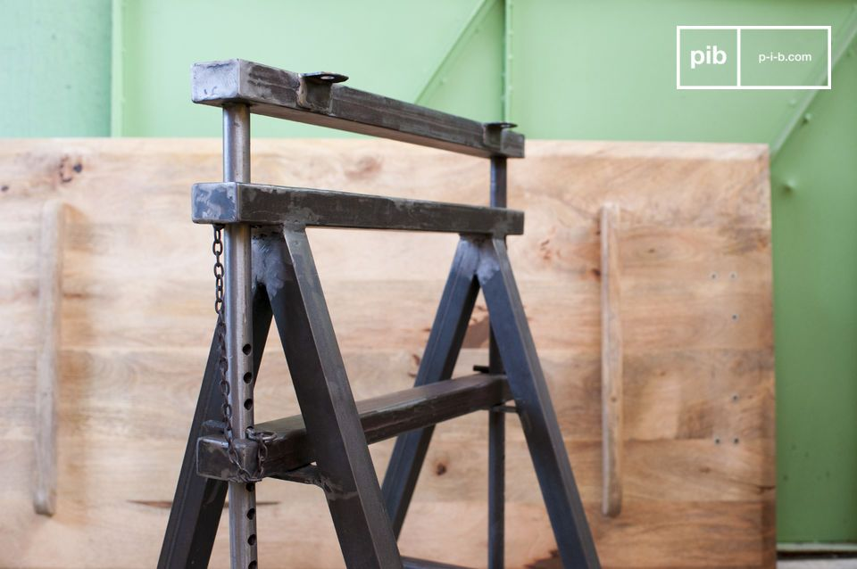 The height of the trestles can be adjusted from 68 to 95 cm