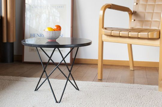 Aouthenn side table in black marble
