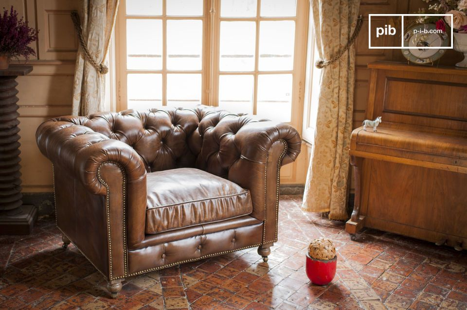 Bring a touch of English club to your living room with the Saint Paul armchair