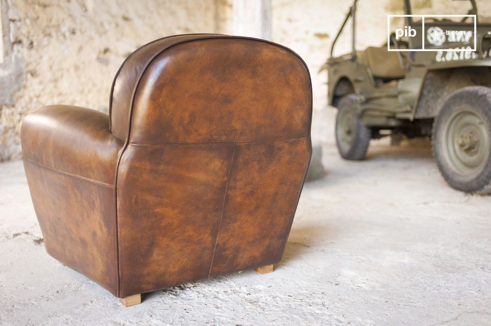 Made entirely of tanned and hand-patinated full grain leather