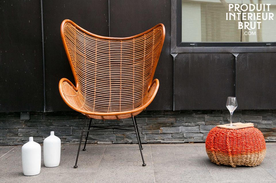 The armchair Olivia presents the elegance and round lines typical for the Scandinavian design of the