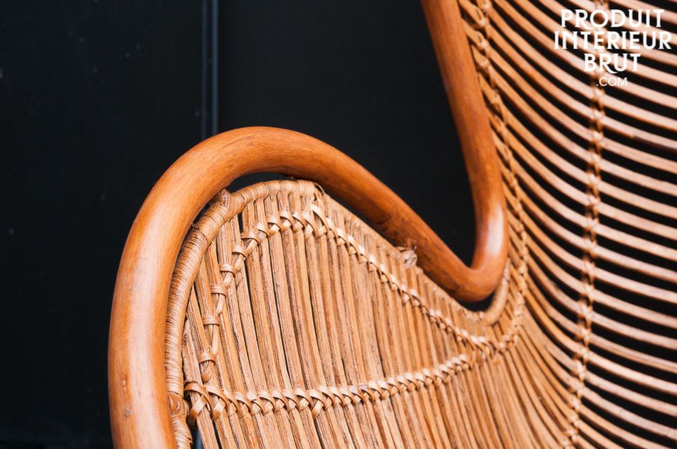 The seat of the armchair Olivia is entirely made of hand-braided and lightly varnished rattan