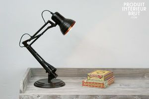 Articulated desk lamp