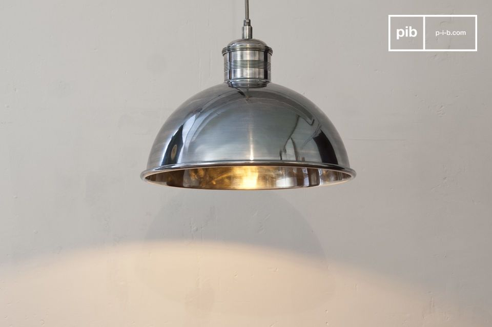 This silver-plated brass suspension light has a particularly high-quality finish