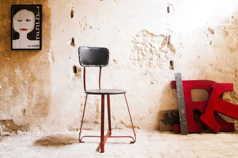 The metal chair Bastel is a beautiful example of a metal chair that will bring a touch of