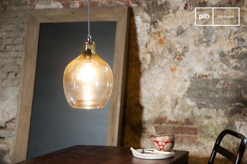 The hanging lamp Belvedere consists entirely of hand-blown glass with a slightly rounded shape