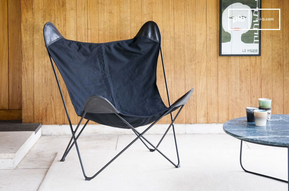Black Colina is much more than a canvas armchair: it is a real invitation to relaxation