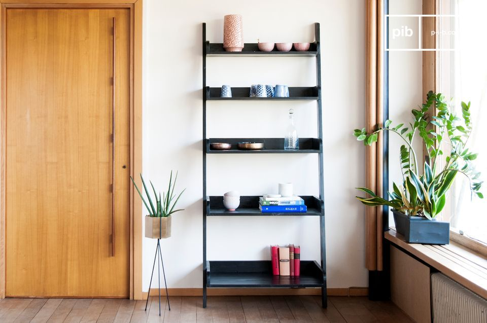 The charm of textured wood for a large storage volume
