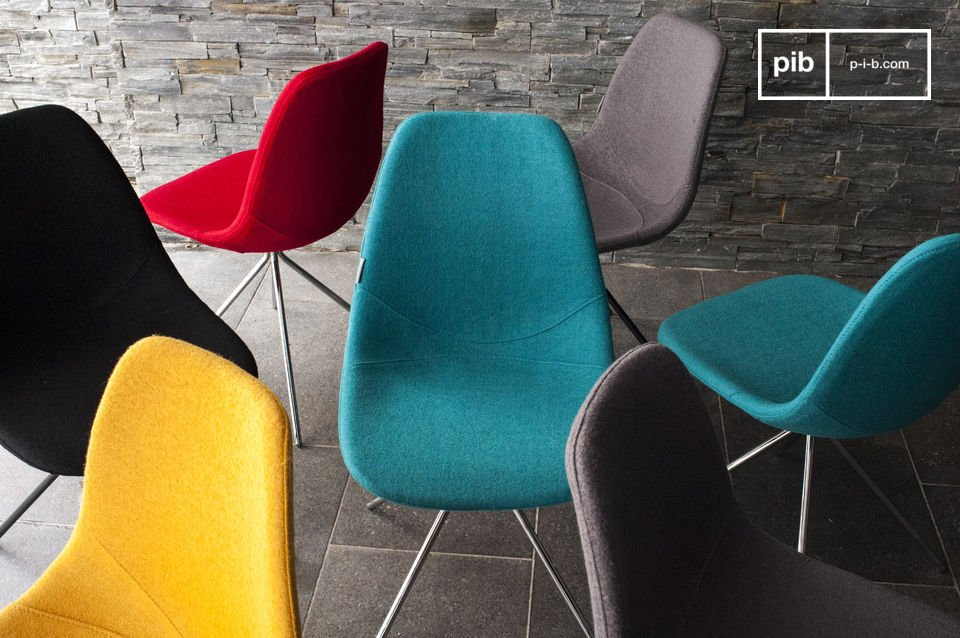 The chair offers much comfort thanks to the wool fabric and foam-filled seat shell