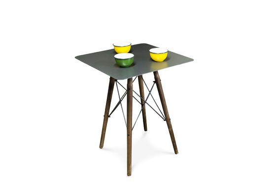 Bow bistro table Clipped