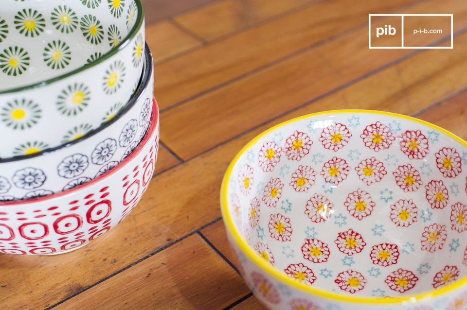 Each bowl has its own colours and motifs, providing an original and colourful set