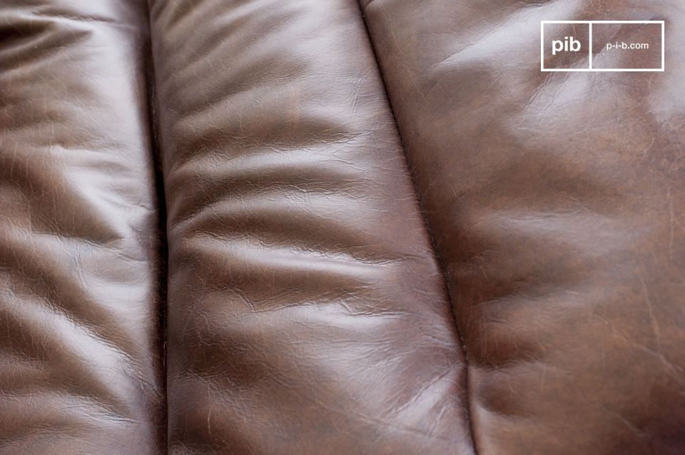 The leather is generously padded and offers an excellent level of comfort.
