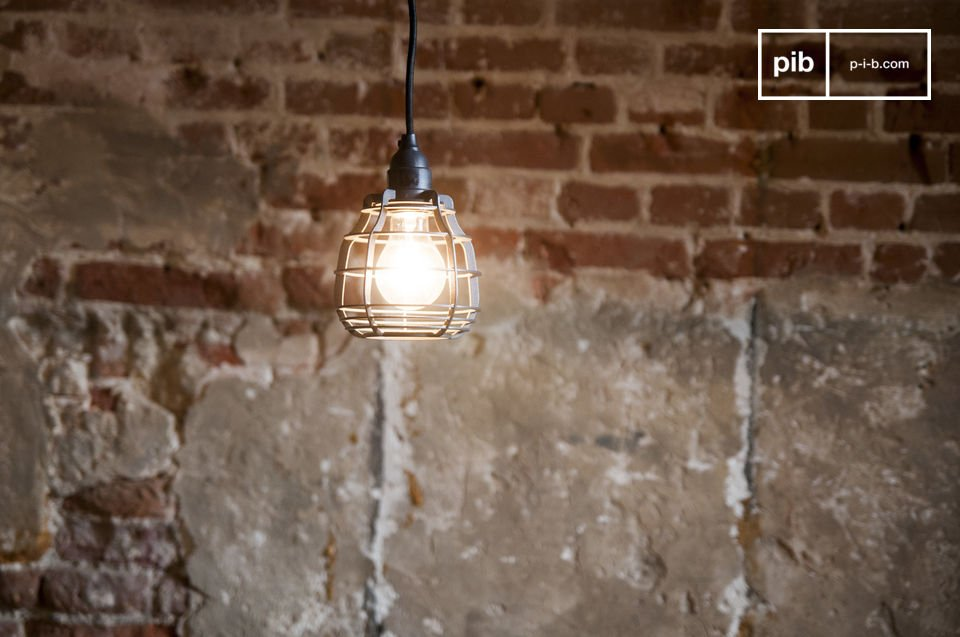 The Bristol pendant lamp is a neo-retro light directly inspired by the old workshop lamps