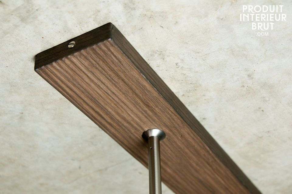 The telescopic spindles allow to the height of this lamp to change according to our interior