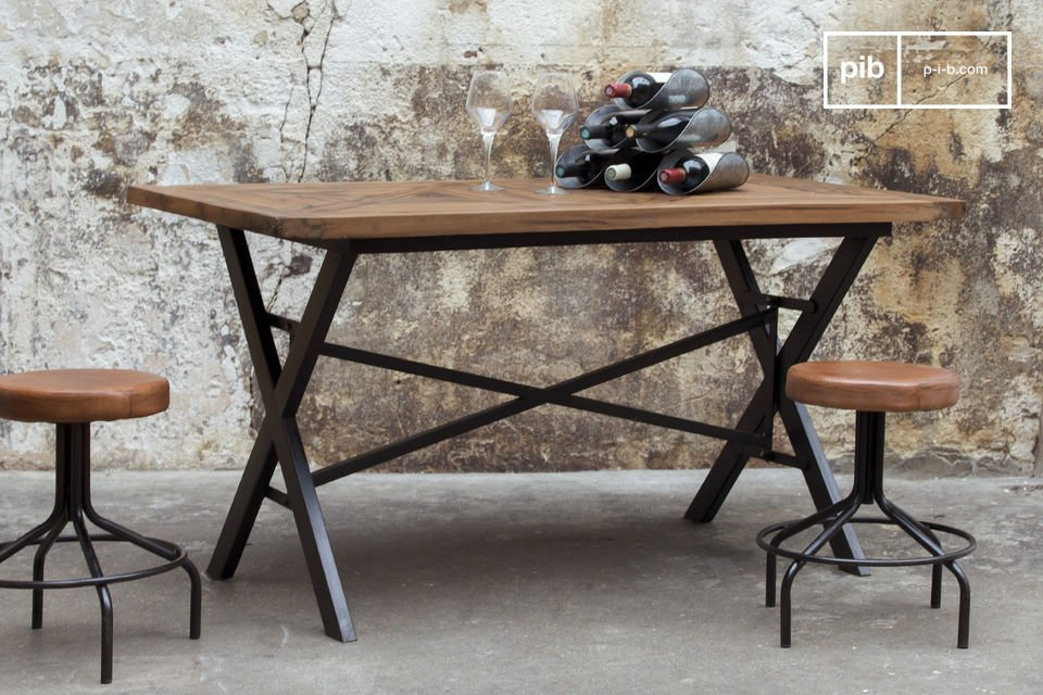 Robust and resolutely industrial table.
