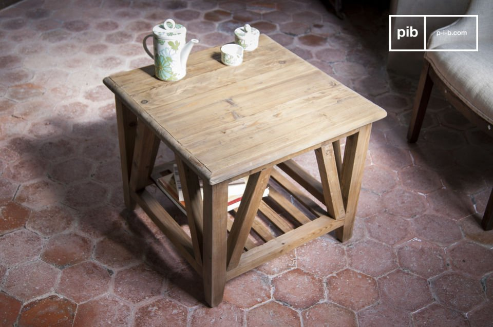 Coffee table made from a waxed old solid wood which gives it a very nice ribbed appearance as rustic furniture, combined with a very simple line that allows it to fit into modern and classic interiors
