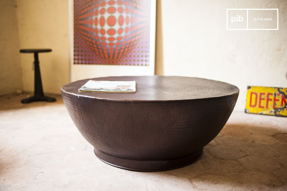 The coffee table Calaba is a piece of furniture that resembles no other coffee table