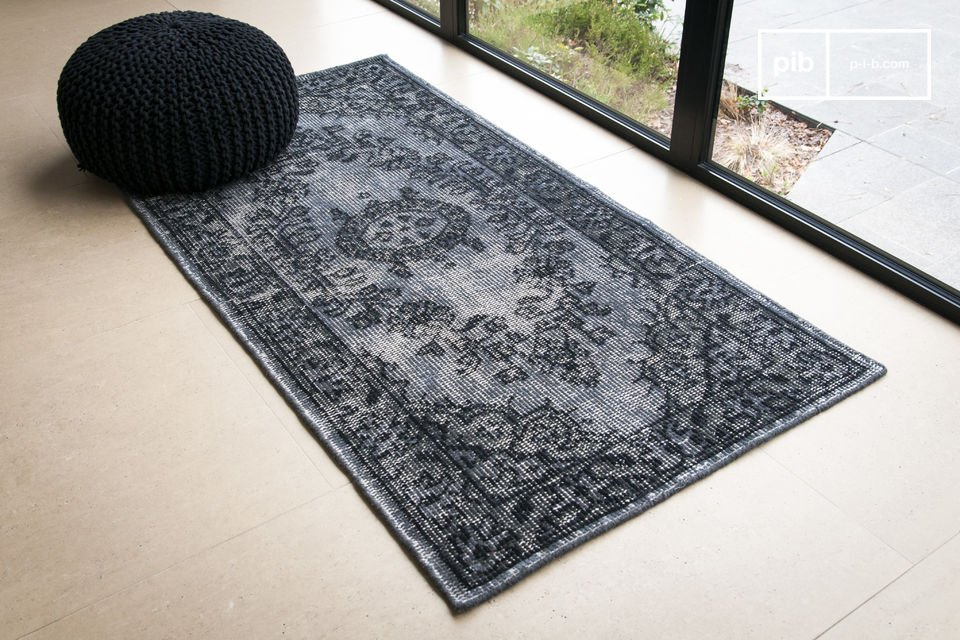 This carpet, made out of wool, brings a used look with it