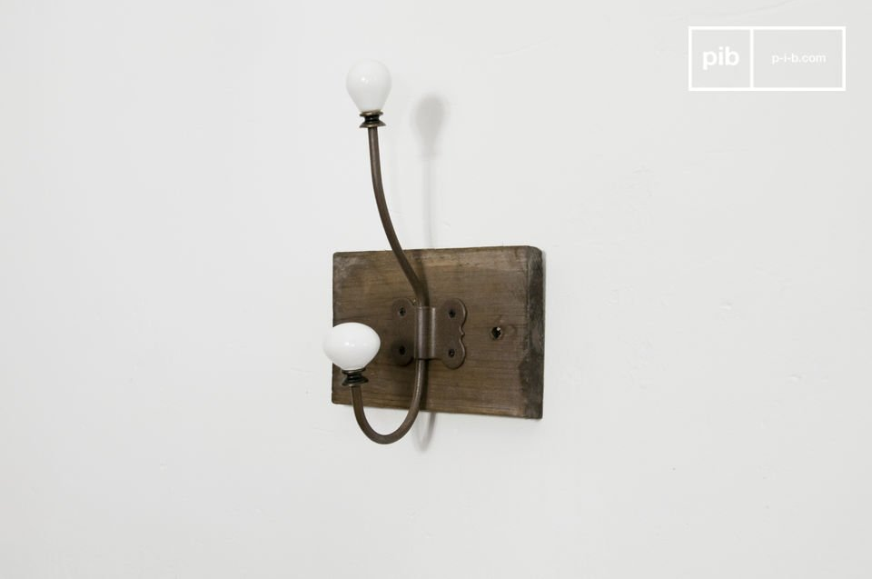 This practical industrial coat rack with a quality finish can but add charm to your entry hall