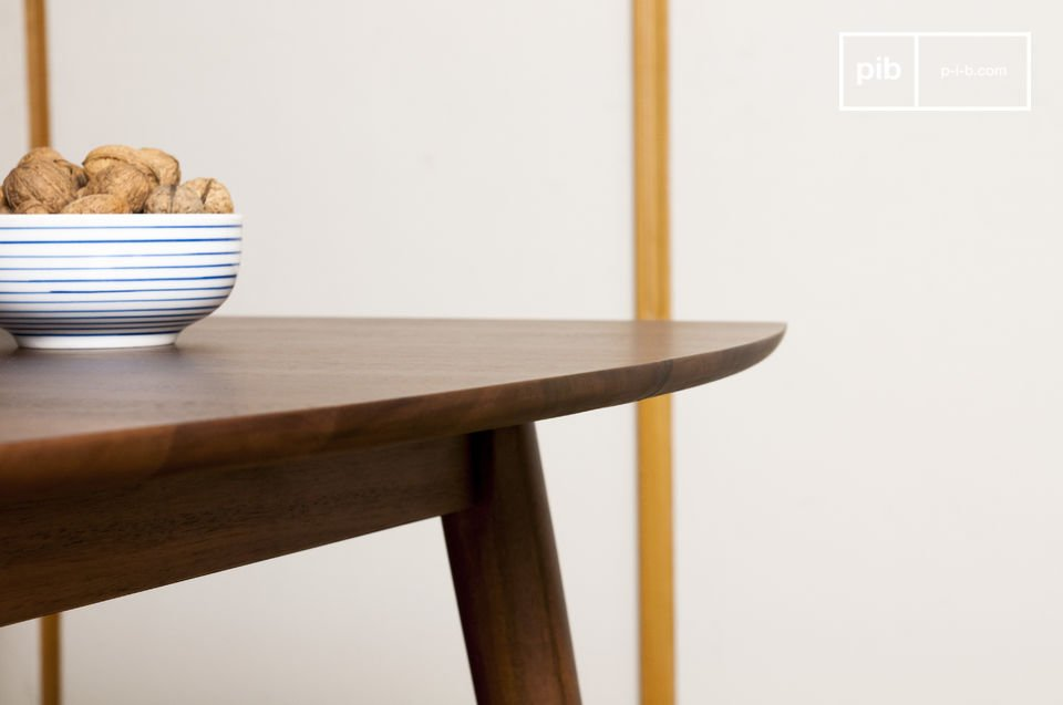 The finishes are rounded for a delicate table.