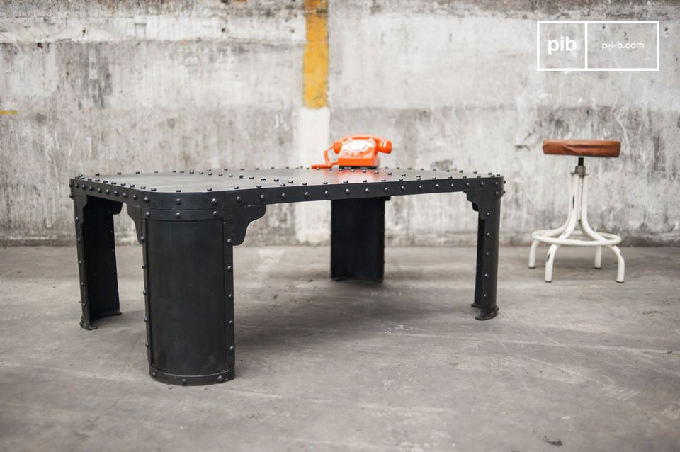 The industrial table made of 100% riveted steel