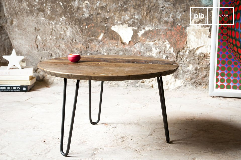 The coffee table Club is a great example of a piece of furniture that combines finess and industrial looks
