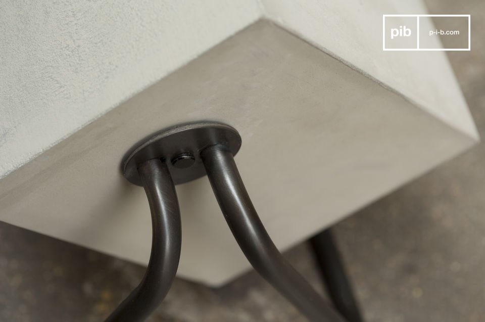 The natural style of concrete on a metallic support