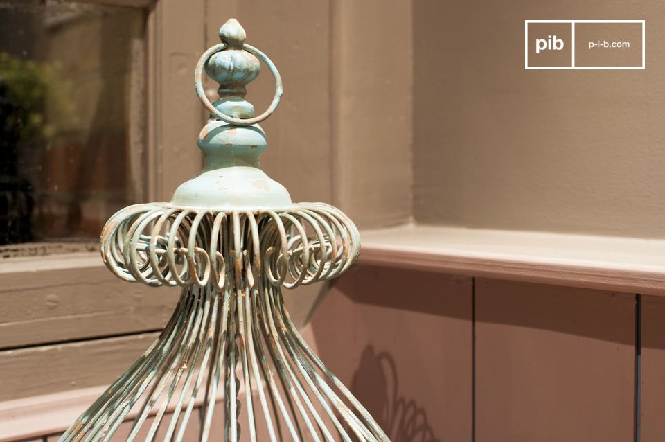 The charm of a patinated finish for romantic decoration