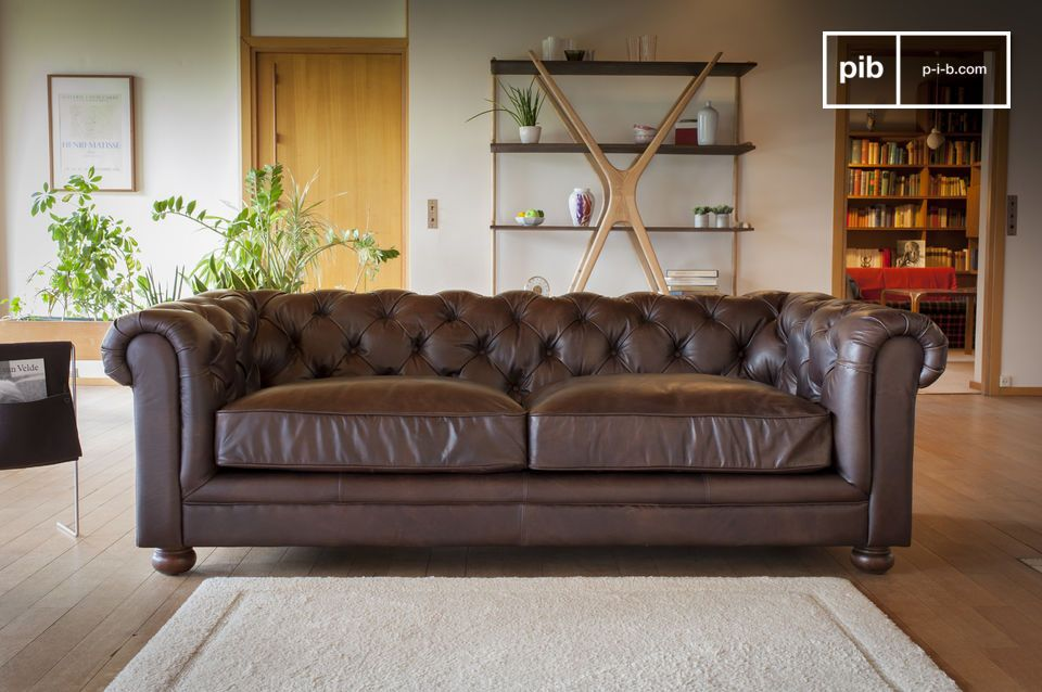 An imposing sofa of exceptional quality.