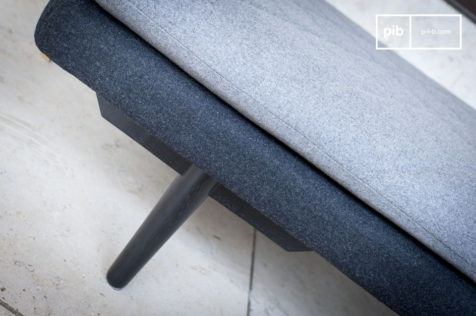 The grey woollen fabric in this minimalistic style give this bench sofa a clean