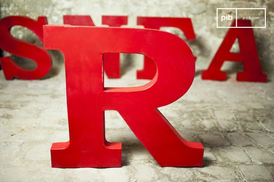 Decorative letter R