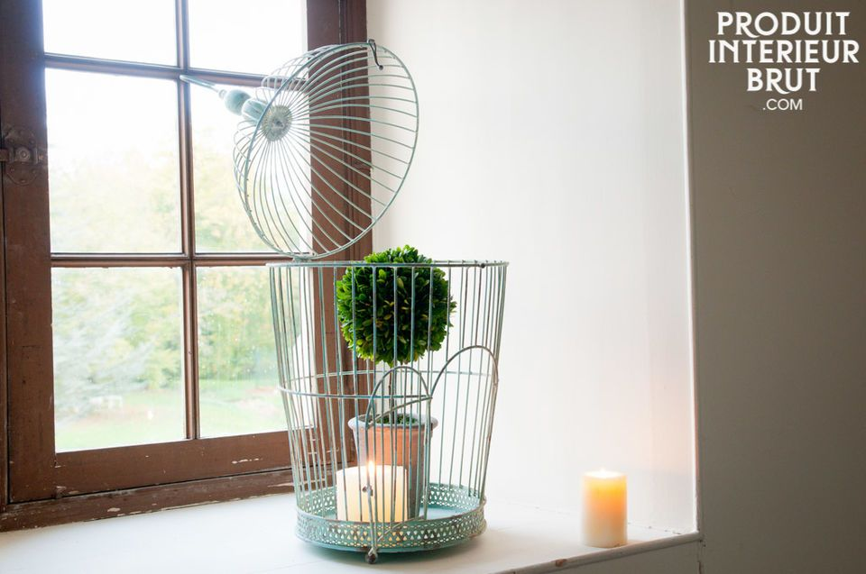 Give to your room a natural retro touch with this cage full of quaint