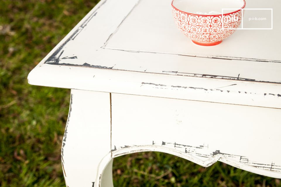 This traditional shabby chic table is entirely made of hand-patinated elmwood, a very noble wood